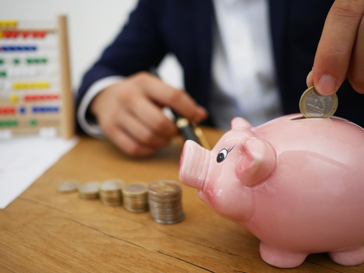 Economisește baniii 12 idei practice pentru economisit bani